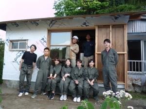 KGU空き家プロジェクトのメンバーと(左が筆者)
